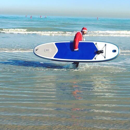 peres noel font du paddle a la mer